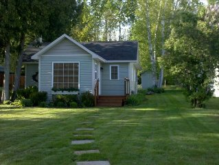Remodeled Cottage Home Crooked Lake Petoskey Harbor Springs Mackinaw WiFi