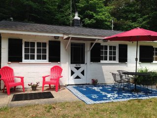 Cozy seasonal cottage. Public access to Portage Lake and Lake Michigan close by.