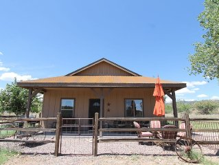 Charming Cabin Near Payson with a HOT TUB! $110 a night!