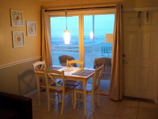OCEAN & BEACH FRONT- Full ocean view, walk right onto the beach. Private Wi-Fi