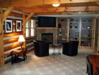 Suite In The Heart Of Cashiers- Complimentary daily maid service!
