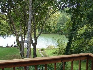 FULLY 'TURN-KEY' FURNISHED WATERFRONT! 4 BR/3.5 BA Lakefront
