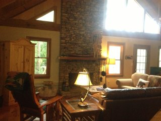 Family Cabin Retreat, walking distance to pool and rock slide