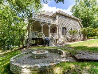 Spacious Lakehouse near Nashville
