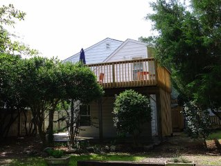 Fabulous North End Home - 1.5 blocks off the beach, free wifi, private deck!
