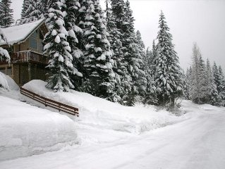 Nice 1 Bed + Loft Ski Cabin in Hyak Estates with Great Views!