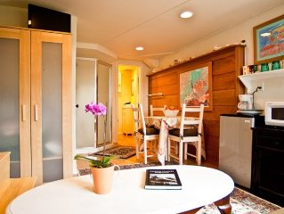 5 STAR LA JOLLA Bright & Charming HIDEAWAY! SPECIAL FALL AND WINTER RATES.