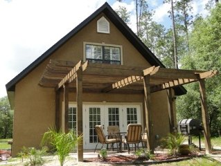 Secluded Lakefront Mediterranean Style Cottage, Hawthorne, Blue Lake