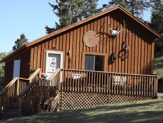 Private Mountain Cabin/ Deluxe Accommodations & Scenic Views