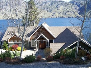 Lakefront Home with 2 Master Bedrooms, Perfect for Multiple Families