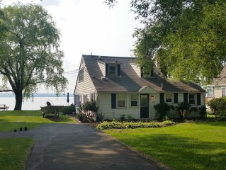 Lovely lake-level Cape Cod style Cottage