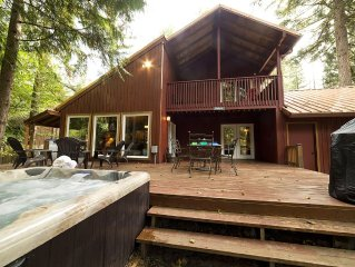 Close to the Sandy River. Hot tub, WIFI and Xbox