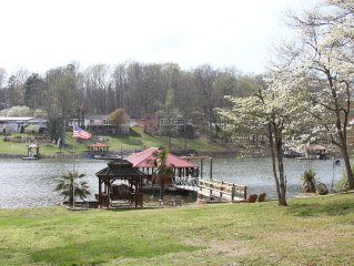 Lakefront Living! Paddle boat, Canoe, Fishing, and More!