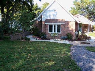 Luxury Level-Lakefront Brick Cottage, 2 Oven, 2 Fridge, Dishwasher