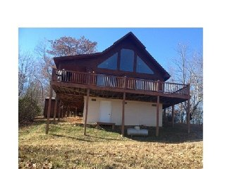 Smokey Mountian High Chalet w/ Hot tub and Amazing Views ,  Very secluded