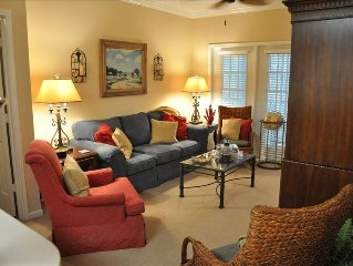 Adorable Cottage Feel Condo with Pool & Work-Out Room- 5 minutes from the beach!