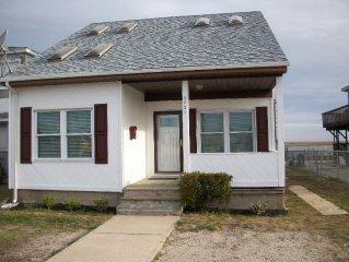 3 BEDROOM,AC,CHEER,REUNION,GOLF, FAMILY VAC BEACH HOUSE ON BAY DOCK/DECKS/SUNSET