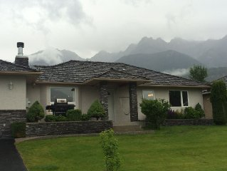 Fairmont Hot Springs Home In Riverside Golf Course. Pet-friendly with dog run.