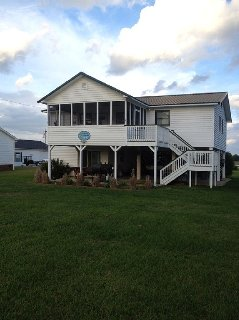 Beautiful Home On the Water in Goat Island - a Perfect Island Get Away!