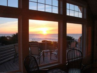Upscale, Family friendly beach house, Hot tub, WiFi, close to beach, sleeps 16