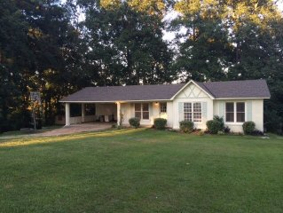 Beautiful Home On Lake Tuscaloosa great for wkend getaway and family gatherings!