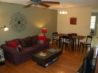 Quiet, Clean, Comfortable ~UGA~ Townhouse