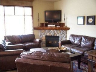 Stunning Ski-in Ski-Out Location.  4 Bedrooms + Den, 3-1/2 Baths, Sleeps 10