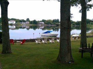 Perfect Family Vacation Home! Charming Waterfront Property close to Vineyards