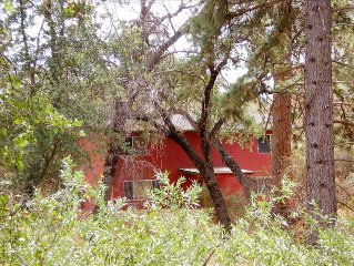 Rustic Red Cabin Nature Setting - Close  to Sequoia Kings Canyon