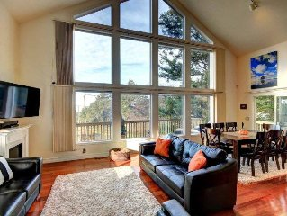 Newly Remodeled Beach House In Cannon Beach Perfect Location! Block To Beach!