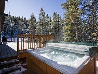 Mtn Getaway, Sleeps 14, Hot Tub, 5 mins to Gondola & Dwntwn, Family Friendly