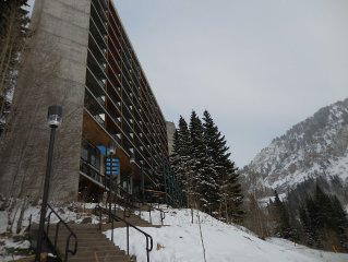 Ski-in/Ski-Out at the Cliff Club at Snowbird UT