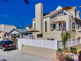 Large 3 Bedroom Family Beach House with Garage!
