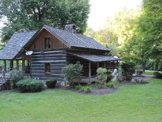 Authentic & Modern Log Cabin w/ Stables Venue, 15 miles from Downtown Knoxville
