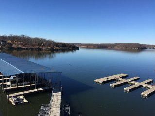 Lake Front View and No Steps Into This Recently Updated Walk-In 3Br/2Ba Unit