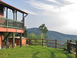 Mountaintop Cabin With Stunning Panoramic Views near Luray