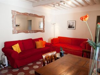 Romantic 2BR 2BA Apt W/in Heart of Lucca's Walls. Free Wifi