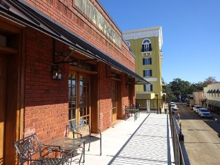 FALL SPECIAL! 20% OFF! Guesthouse in Historic Downtown Natchitoches