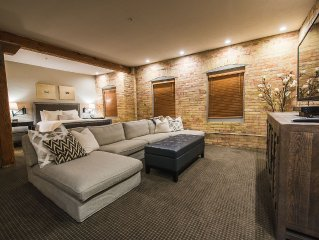 Beautifully Updated Urban Loft In Historic Downtown Building
