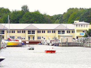 The Staterooms 2N, Waterside View, Heated Pool, Near Holland State Park Beach