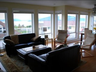 Beautiful Home Overlooking Ship Harbor &  Ferry to San Juans.
