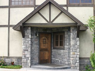 Henley Manor #102- New Owners! High-End Retreat - 3Bdrm/3Bath