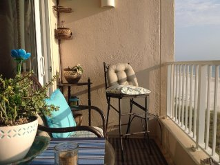 Direct Oceanfront, Great view and a Beautiful beach.