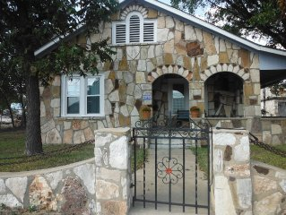 Hill Country Retreat Home close to Fredericksburg and Kerrville