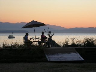 Maxwelton Beach Waterfront: Hot tub, Sunsets and