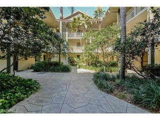 Highly rated expansive Corner Unit in beautiful area, access to private beach