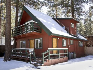 COOL TAHOE CABIN-HOT TUB, 5 MIN. TO SKI, 1 BLOCK TO LAKE, PETS, BIKES, FROM $188