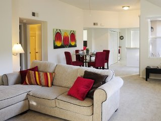 Comfortable 2 Bed Apartment with Lake view, minutes from Beach & Sawgrass Mall