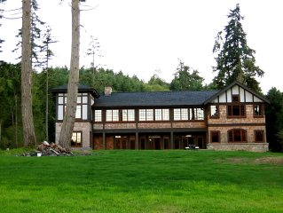 Oceanfront Estate: Private Beach & Seattle View: Perfect For Families & Retreats
