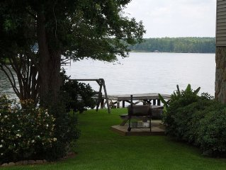 Beautiful & Relaxing Lakefront Home- Only '7 MINUTES' from downtown M'VILLE